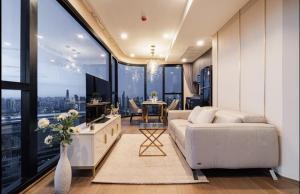 เช่าคอนโดสยาม จุฬา สามย่าน : 🔥ว่างให้เช่า🔥 Ashton Chula-Silom 2b 2b 66 Sqm. ชั้นสูง Exclusive fl. ห้องแต่งสวย เครื่องใช้ไฟฟ้าครบพร้อมอยู่ 095-249-7892