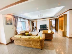 ขายคอนโดสุขุมวิท อโศก ทองหล่อ : Royal Castle Sukhumvit 39 for rent and sale
