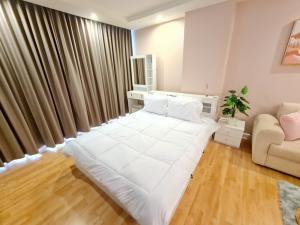 For SaleCondoRatchadapisek, Huaikwang, Suttisan : Condo for sale Ratchada City 18, condo in the heart of Ratchada, large room, 4th floor, good location, near MRT Huai Khwang (S2054).