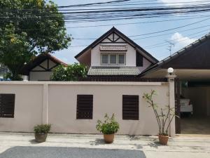For RentHouseLadprao 48, Chokchai 4, Ladprao 71 : HR715 2 storey detached house for rent, Lert Ubon Village, Soi Nakniwas 48, convenient transportation