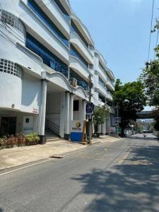 For RentShophouseRama9, RCA, Petchaburi : NA-B4002 Rent a 5-storey office building in Rama 9 area near The Nine Center Rama9.