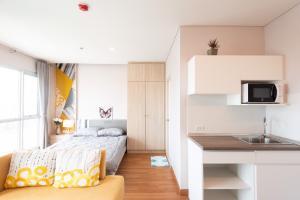For RentCondoSapankwai,Jatujak : Condo for rent, Lumpini Park Vibhavadi-Chatuchak Studio, corner room, high floor, pool view