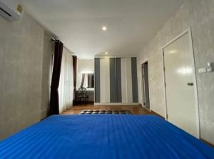 For RentTownhousePattanakan, Srinakarin : Townhouse for rent in the village of Pruksa Ville 73, fully furnished, 3 bedrooms, 2 bathrooms, 26,000 / month.