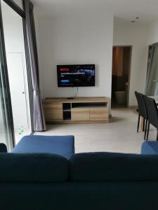 For RentCondoOnnut, Udomsuk : Ideo Mobi Sukhumvit 81 for rent, nice 2 beds, facing south, with storage room, near BTS Onnut.