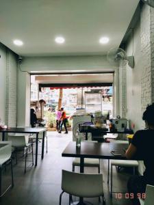 เซ้งพื้นที่ขายของ ร้านต่างๆสีลม ศาลาแดง บางรัก : เซ้งร้านอาหาร ปัจจุบันขายข้าวมันไก่