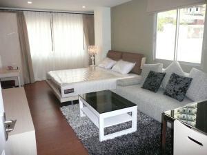 For RentCondoSathorn, Narathiwat : Condo for rent, One X Sathorn - Narathiwat 24, near BRT, Chan Road, Rama 3 area.