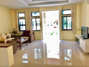 For RentTownhouseSukhumvit, Asoke, Thonglor : 3163-A😊 For RENT 4-storey townhouse for rent, 3 bedrooms 🚄 near BTS Phrom Phong 🏢 Chicha Castle Village Sukhumvit 31 🔔 House area: 31.00 square wa 🔔 Usable area: 380.00 sq m. .💲 Rent: 65,000 ฿ 📞O88-7984117, O65-9423251✅LineID: @sureresidence