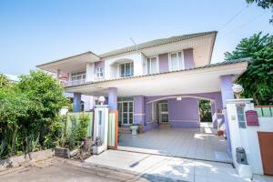 For SaleHouseChengwatana, Muangthong : ✅ 2 storey detached house for sale, behind the corner of Krisana village, Soi Weruwanaram 7, size 127.20 sq m.