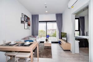 For RentCondoSukhumvit, Asoke, Thonglor : POJ 265 For rent, XT Ekkamai, modern style condo, new room, fully furnished, rent only 18,000 baht !!!