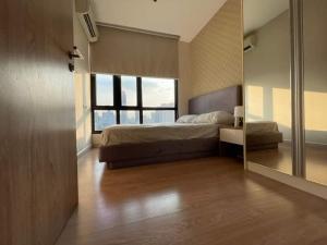 For RentCondoRatchathewi,Phayathai : For rent The Capital Ratchaprarop Vibhavadi corner room 2 bedrooms have bathtub