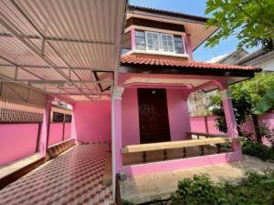 For RentHouseBangbuathong, Sainoi : Urgent for rent !!! Beautiful house, 2 floors, 70 sq m., Best location, very convenient in and out, next to the train