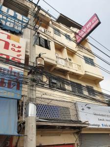 For RentShophouseNakhon Pathom, Phutthamonthon, Salaya : Commercial buildings on Phutthamonthon Sai 4 Road for rent 8,000 baht.