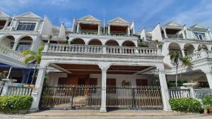 For SaleTownhouseRama3 (Riverside),Satupadit : Reduce the irony of covids for only 29.9 million baht at the house in Rama 3 area. Size 68 square meters, width 14 meters, depth 19 more than almost 20 meters, 6-storey house with a separate washing area. 4 bedrooms, 6 bathrooms, 1 maid's bedroom and