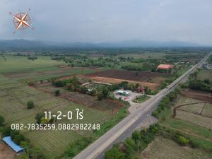 For SaleLandPhetchabun : Land next to the highway 21 Saraburi-Lom Sak, Huay Sakae Subdistrict, Mueang Phetchabun District, 11-2-0 Rai, 9,500,000 baht, negotiable price.