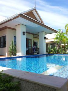 ขายบ้านพัทยา บางแสน ชลบุรี ศรีราชา : #covidpromotion  ชลบุรี ขายบ้านเดี่ยว พร้อมสระว่ายน้ำส่วนตัว บ้านสวย  เงียบและร่มรื่น  ในหมู่บ้าน Amorn Village ภายใต้แนวคิด Feel Resort at Home พื้นที่ 139 ตร.วา2 , หนองหิน พัทยา