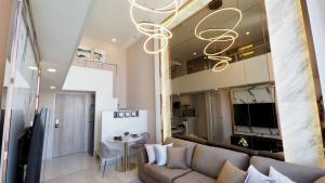 For SaleCondoSathorn, Narathiwat : 🔴 Brand New !! Duplex room ชั้น #40 (ห้องมุม)Knightsbridge Primeสาทร ~0 m. BRT, 650 m. BTS📍Built-in Full-Fur, 1-Bed 1-Bath 1-Function Room🔴🚩🚩 Rent 40,000/month (or) Sale 8.5 Mil. Baht 🚩🚩