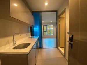 For SaleCondoRama9, RCA, Petchaburi : Life asoke rama 9, near MRT Rama 9, the room is wider. Luxurious central Swimming pool, 42nd floor, city view, pro room, special price