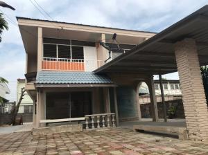 For RentHouseYothinpattana,CDC : For rent! Single house, lots of space, near CDC, can raise animals, price only 22,000 baht (095-929-5613)