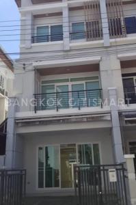 For RentTownhousePattanakan, Srinakarin : House for rent in Klang Mueang Urbanian Srinakarin 46/1