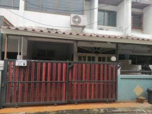 For RentTownhouseRatchadapisek, Huaikwang, Suttisan : 2 storey townhouse for rent, Soi Sabai Jai, partially furnished, near MRT Sutthisan.