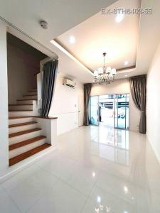 For SaleTownhouseRatchadapisek, Huaikwang, Suttisan : House for sale in Ratchada, Soi Suayai, 4 bedrooms, 2 parking spaces with furniture, high ceilings, suitable for office or living.