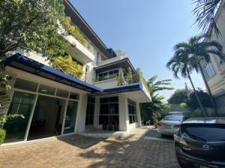 For SaleHouseSapankwai,Jatujak : House for sale in Ari Saphan Khwai Inthamara, size 100 sq.wa., 10 car parks, wide road, near BTS Saphan Khwai