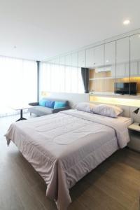 For RentCondoSathorn, Narathiwat : Condo for rent - sale Noble Revo Silom Noble Revo Silom 1 bed 34 sqm near BTS Surasak.