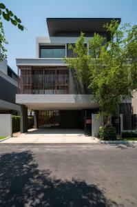 """ขายบ้านลาดพร้าว เซ็นทรัลลาดพร้าว : Selling : House with Private Pool & Private Lift , """"Gentry Ekamai Lardprow"""" , 63 sqw , 415 sqm , 4 Bed 5 Bath , 2 Living Room , 1 Maid Room , 3 Parking Lot"""