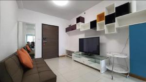 For RentCondoRama9, RCA, Petchaburi : 👉 Condo for rent Supalai Park Asoke-Ratchada, 16th floor, no building block (near MRT Rama 9), 50 sqm.