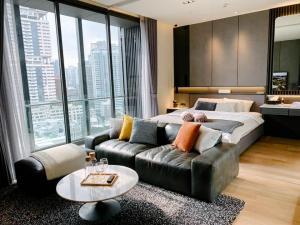For RentCondoSukhumvit, Asoke, Thonglor : Rent / sale Beatniq Sukhumvit 32 luxury large room, romantic city view, @BTS Thonglor MC-440.