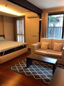For RentCondoSukhumvit, Asoke, Thonglor : The address Sukhumvit 61 Hot price for rent !!!! 20,000 baht, 1 bed 1 bath, Size 56 sqm. Fully furnished
