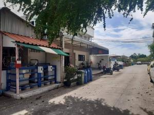 For SaleBusinesses for saleSamrong, Samut Prakan : Urgent sale, 4-storey apartment, 63 square meters, Bangna-Trad 49 (Soi Santi Nakhon 4), outstanding location at the beginning of Soi Seven.