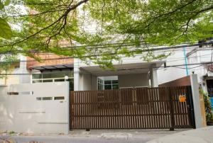 For SaleHouseSukhumvit, Asoke, Thonglor : 3-storey detached house for sale, Soi Sukhumvit 49, near Samitivej Hospital, best price.