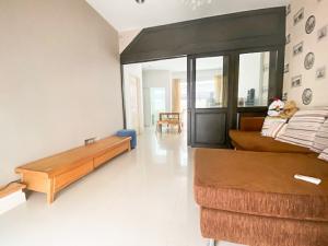 For SaleTownhouseKaset Nawamin,Ladplakao : For Sale,  Town House 3 Floors. Very Cheap, Nice Decoration, Size  83.2  Sq.m. @ Baan Klang Muang Kaset-Nawamin 2.