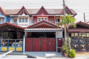 For SaleTownhouseRamkhamhaeng,Min Buri, Romklao : Urgent sale !! Townhouse 2 storeys, large size, 3 bedrooms, Sirinthep Village 9. Rat Phatthana 14, Ramkhamhaeng Soi, Miss Teen, renovated, ready to move in.