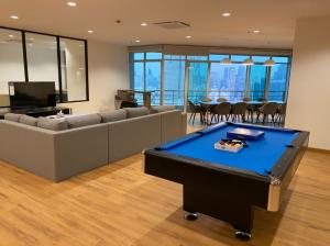 For RentCondoWongwianyai, Charoennakor : For rent >> Baan Sathorn Chaopraya, 3 bed 5 bath, Penthouse 32 floor.