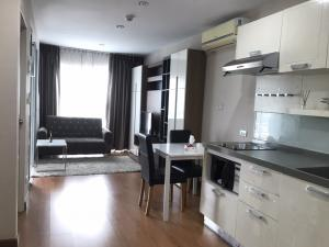 For RentCondoWongwianyai, Charoennakor : Only 200 meters to BTS Krungthon, 1 bedroom, separated between bedroom and living room. Ready to move in