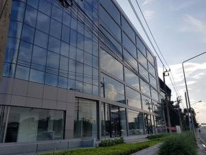 For RentOfficeLadkrabang, Suwannaphum Airport : For Rent 7-storey office building on Rama 9 Road, near the motorway, good location, new building for rent, 2nd to 6th floor, 850 square meters per floor area.