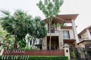 For SaleHouseSukhumvit, Asoke, Thonglor : Sansiri House, Soi Sukhumvit 67 (behind the corner) Type B 110 sq m. Urgent sale.