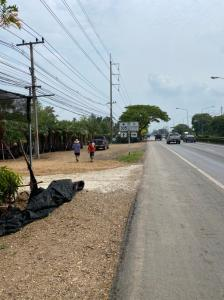 For SaleLandNakhon Nayok : Land for sale in Khlong 15 On Rangsit-Nakhon Nayok Road, 5 rai, on 2 sides of the road, width 50X200 meters.