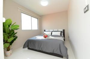 For SaleCondoSeri Thai, Ramkhamhaeng Nida : Condo near 2 BTS lines, next to the road, next to the pier, 1 bedroom 33 sq.m., beautiful room, air-conditioned, ready to move in.