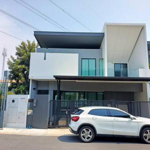 For RentTownhouseBangna, Lasalle, Bearing : ** 3 Bedrooms luxury townhome for RENT ** VIVE Bangna km.7 Near Mega Bangna Call 061 979 2391
