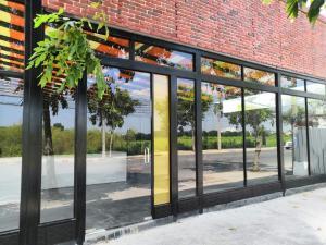 For RentShowroomNawamin, Ramindra : For rent, very good location, Sai Mai