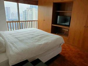 For RentCondoSilom, Saladaeng, Bangrak : Quick rent, big room, 55 sq m, very cheap and great view, 18,000 Silom Suite Sathorn 12 in the city, very good value price. Fully furnished, complete electrical appliances, FREE FIWI