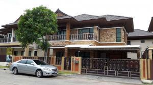 For RentHousePattaya, Bangsaen, Chonburi : E219 2 storey detached house for rent, Baan Sirin, Pattaya, 3 bedrooms, beautiful house.