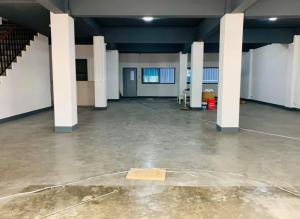 For RentShowroomOnnut, Udomsuk : Rent a commercial building, BTS Prakanong, next to Sukhumvit 71 road.