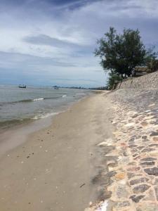 For SaleLandHua Hin, Prachuap Khiri Khan, Pran Buri : Beachfront land for sale in Huahin