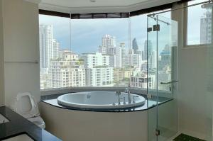 For RentCondoSukhumvit, Asoke, Thonglor : For rent Royce Private Residences Luxury room for rent