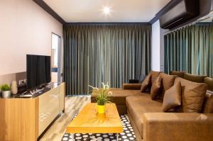 For RentCondoRatchathewi,Phayathai : Urgent rent >> ready2move in Grand Diamond 2 BD 2BT
