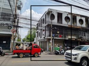 For SaleShophouseLadprao 48, Chokchai 4, Ladprao 71 : Selling a commercial building at the entrance of Soi Chokchai 4 behind the corner, parking is the cheapest !!!!